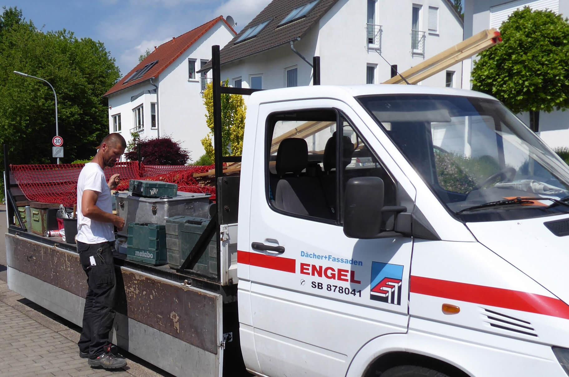 Arbeiten im Team der Dachdeckerei Engel in Saarbrücken